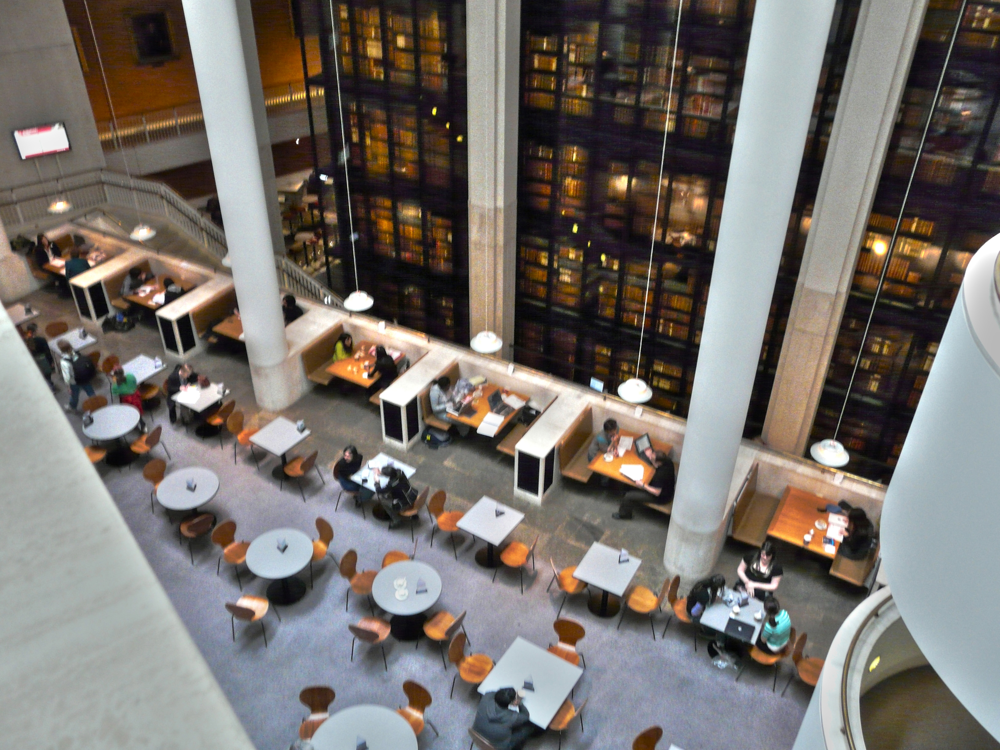 Inside_the_British_Library_-_panoramio